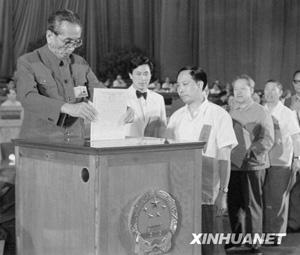 资料图片:毛泽东与阿沛·阿旺晋美亲切交谈。图片 ...
